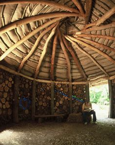 reciprocal roof roundhouse – Bamboo & Organic Architecture – Home Recipe Building Design, Building A House, Cordwood Homes, Earthship Home, Recycled House, Eco Buildings, Shed Homes, Earth Homes, Natural Building