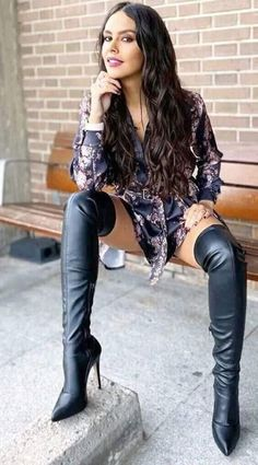 Botas Sexy, Thigh High Boots Heels, Heeled Boots, Fashion Boots, Fashion Outfits, Womens Fashion, Vaquera Sexy, Sexy Stiefel, Sexy Boots