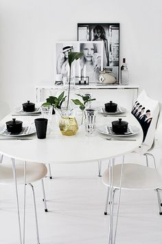 LIKA BARN LEKA BÄST Decor, Interior Deco, Dining Corner, Interior Inspiration, Interior, Kitchen Interior, Black Dining Room, Home Decor, House Interior