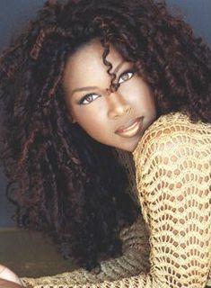 Kenya Moore >> straw set curly