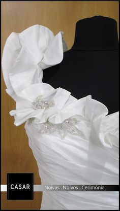 Vestido de noiva curto ou comprido? Com uma alça?