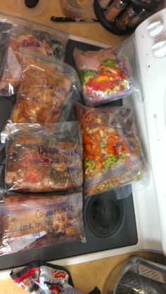 Paleo slow cooker freezer meals- 8 make ahead recipes to freeze and cook later. So easy and so delicious! ---- Also recipes for Paleo BBQ Sauce, Ketchup, & tortillas Slow Cooker Freezer Meals, Crock Pot Freezer, Slow Cooker Recipes, Crockpot Meals, Freezer Recipes, Freezer Paleo, Paleo Meals, Freezer Cooking, Paleo Crock Pot