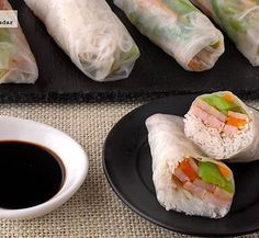 Rollitos de obleas de arroz rellenos de fideos, pavo y verduras. Receta