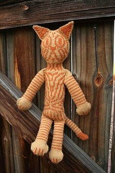 favorite pattern - at the moment :)Ravelry: Sputnik the Magnificent pattern by Annie Watts Knitted Cat, Knitted Dolls, Crochet Toys, Knit Crochet, Crochet Animals, Stuffed Animal Cat, Stuffed Animals, Flexible Joint, Knit Picks
