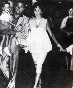 This looks timeless -- Elizabeth Taylor pregnancy style