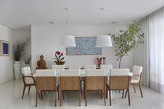 CASA LUXO : Salas de jantar modernas por Carolina Mendonça Projetos de Arquitetura e Interiores LTDA Dining Room Trends, Minimalism Interior, Dining Room Paint Colors, Home, Dining Room Art, Dining Room Decor, Dining Room Table Centerpieces, Scandinavian Dining Room, Dining Room Furniture