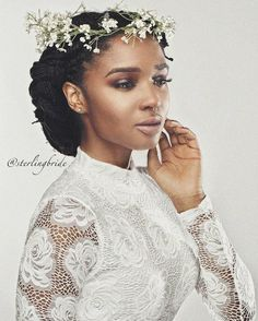 A simple flower crown for this beauty ✨. Photo by our newest member Natural Hair Wedding, Natural Wedding Hairstyles, Bridal Braids, Bridal Hair, Dreadlock Wedding Hairstyles, Dread Hairstyles, Simple Flower Crown, Crown Flower, Style Afro
