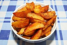Cartofi wedges cu usturoi la cuptor | Iuli.eu Ketchup, Sweet Potato, Potatoes, Wedges, Dinner, Vegetables, Food, Dining, Food Dinners