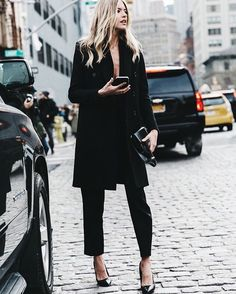 """Sunday in black. Look elegant and chic. Photo via @collagevintage #streetstyle#instafashion#instagood#fashion#style"""
