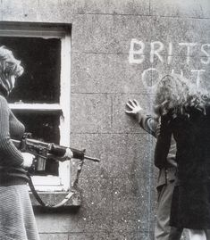 Mná an IRA. Documentary series on women involved in the IRA. Linked pro-Unionist article is critical and talks about pressure being brought to bear on the producers for portraying these women as freedom fighters. Northern Ireland Troubles, Belfast Northern Ireland, Irish Republican Army, The Ira, Londonderry, Female Soldier, Irish Eyes, Freedom Fighters, Tonne