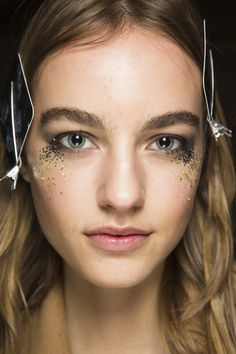 Runway Beauty: Falling glitter smokey eyes with nude lips -Burberry Fall 2016...x