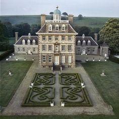 Ashdown House, Oxford, England - I i lived there, i might personally do something more for the middle courtyard