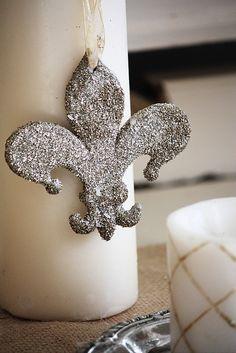 silver glittered fler-de lis