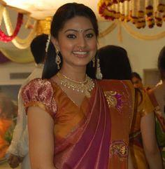 Sneha+Wedding   Sneha wedding Pictures South Indian Actress Photo, Indian Actress Photos, Beautiful Indian Actress, Indian Actresses, Saree Blouse Neck Designs, Blouse Designs, South Indian Bride, Indian Bridal, Sneha Actress