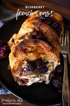 This blueberry french toast bake is a delicious breakfast dish that comes together easily and wonderfully. Breakfast Dishes, Best Breakfast Recipes, Brunch Recipes, Breakfast Ideas, Breakfast Bake, French Toast Bake, Blueberry French Toast Casserole, Easy Family Meals, Morning Food