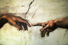 Eine der wohl wichtigsten Sehenswürdigkeiten in Rom: die Sixtinische Kapelle im Vatikan Museum. Die berühmten Fresken von Michelangelo schmücken eine Fläche von 520m², die er über Kopf bemalte. Diese malerische Meisterleistung lässt sich am besten bewundern, wenn man die Tickets vor der Rom Städtereise stressfrei online bucht. 4* Hotels in Rom lassen sich ebenso stressfrei über https://www.travelcircus.de/staedtereisen-rom buchen! #rom #michelangelo #sixtinischekapelle