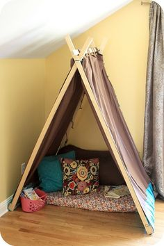 Easy Kids Tent - I need this for the kids' reading nook! Reading Nook Tent, Kids Reading, Diy Pour Enfants, Casa Kids, Deco Kids, Kids Tents, Play Tents, Homemade Toys, Ana White
