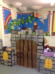 Jack and the Beanstalk School Displays, Classroom Displays, Classroom Themes, Castle Classroom, Preschool Boards, Preschool Themes, Eyfs Jack And The Beanstalk, Dramatic Play Themes, Castle Crafts