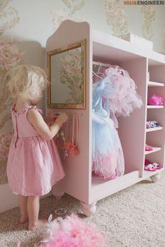 Amazing Girlu0027s Dress Up Center { Free DIY Plans
