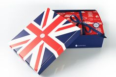 Porque en Reino Unido esperan expectantes la llegada del bebé de Kate Middleton, GlossyBox lanzará a mediados de julio esta edición puramente británica de su icónica caja de belleza. Se llama Best of Britain y, además de su estética anglosajona, encierra en su interior (los nombres de los productos siempre son sorpresa) cosméticos made in UK.,