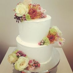 Simple elegance smooth buttercream finish with fresh flowers. Perfect #weddingcake #regniercakes #weddingcakesmelbourne #melbournecakeshop #buttercreamcake #freshflowers #dessertcake #weddingdessert #weddingdessertcake #dessertweddingcake