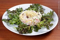 Origens Cultura Gastronômica _ Radisson Hotel  Salpicão de peito de peru  Salada com lascas de pimentões coloridos, peito de peru, maçã verde, maionese e uva passa servida sobre alface americana