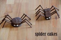 craftyc0rn3r: Crawling Spider Cakes