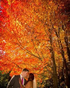 Loving the beautiful autumn wedding on the blog today!! Photo by @letter10creative // See this post on Instagram: http://ift.tt/1LRb9hM
