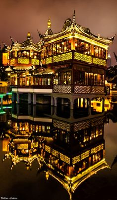 Huxinting Tea House in Shanghai, China • photo: Viktor Lakics on 500px