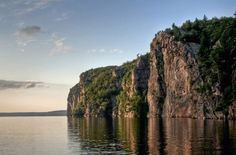 Complete with freshwater lakes, rivers, hiking trails, beaches, wilderness and spectacular scenery, Ontario is home to some of the best and most popular camp sites.