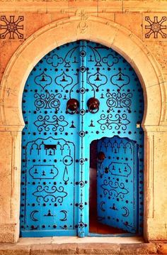 ledecorquejadore:  There are big doors and small doors. Wisdom is knowing which one to take, when. In Tunis, Tunisia