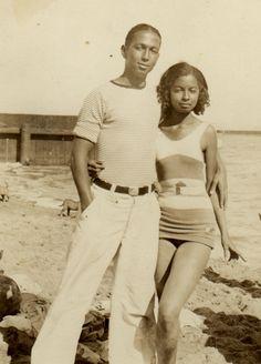 12 African American Beach Portraits We Adore – Black Southern Belle Vintage Black Glamour, Vintage Beauty, Vintage Soul, Black Love Images, 1940s, African American Fashion, African American Culture, American Women, Native American