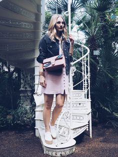 Lighthouse Festival - POSCHSTYLE. Pink floral embroidery tulle dress+white espadrille-sneakers+black distressed denim jacket+pink chain shoulder bag. Spring Casual Outfit 2017