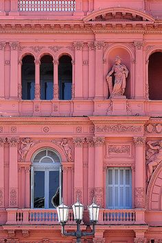 Casa Rosada, Buenos Aires, Argentina: Possibly the only city in the world that could carry-off a pink building- and how amazing does it look? The city, or country with rhodochrosite as it's natural stone- a city of passion, a city of the heart. The Places Youll Go, Places To See, Argentine Buenos Aires, Les Continents, Pink Houses, Historical Sites, Architecture, Tango, South America