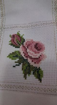 Gul kare kumaş için Hand Embroidery, Embroidery Needles, Embroidery Designs, Cross Stitch Embroidery, Simple Cross Stitch, Cross Stitch Rose, Cross Stitch Flowers, Cross Stitch Designs, Cross Stitch Patterns