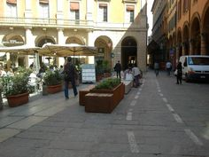 Bench and greenery in Bologna #italy #history #placemaking
