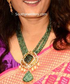Emerald beads mala with polki pendant photo Beaded Jewelry Designs, Gold Jewellery Design, Bead Jewellery, Necklace Designs, Necklace Ideas, Simple Necklace, Jewelry Patterns, Necklace Set, Emerald Jewelry
