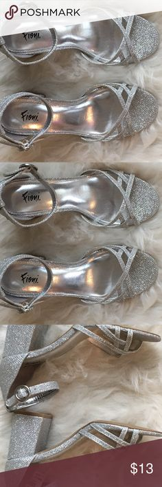 🥂Sparkly Silver Block Heels Size 7 New 🥂 Sparkly Silver Block Heels Size 7 New! Shoes Heels