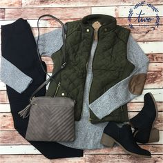 Layers Layers Layers - Jeans Black - Ideas of Jeans Black - Chaleco verde militar suéter gris pantalón negro botines negros Winter Outfits For Teen Girls, Fall Winter Outfits, Autumn Winter Fashion, Winter Layering Outfits, Casual Winter, Winter Wear, Look Fashion, Fashion Outfits, Fashion Trends