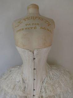Victorian Times Vintage Mannequin, Dress Form Mannequin, Vintage Corset, Vintage Dresses, Vintage Outfits, Victorian Corset, Victorian Era, Renaissance Corset, Manequin