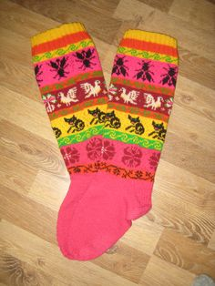 http://www.ravelry.com/projects/kkerli/knee-highs---muhu-mustritega-polvikud kkerli's Knee highs - Muhu mustritega põlvikud
