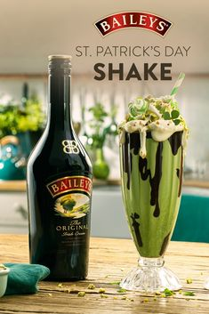 Any day with Baileys & ice cream is a lucky one. Patrick's Day with a classic shake th – Special Food Recipes For St Patrick's Day Fancy Drinks, Yummy Drinks, Yummy Food, Holiday Drinks, Holiday Recipes, Baileys Ice Cream, Alcohol Drink Recipes, St Patricks Day Food, Irish Recipes