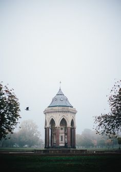 Fog takes over Victoria Park, London. My two fave cities have fog in common.... ♥