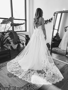 #chicago #bridalboutique #floraandlane #bohemianweddingdress #chicagobridal