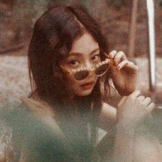 She is my life ❤ Kpop Girl Groups, Korean Girl Groups, Kpop Girls, Kim Jennie, Yg Entertainment, Forever Young, Blackpink Members, Black Pink, Kim Jisoo