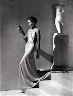 'Draped Skirt and Tunic', September 1934, photographed by George Hoyningen-Huene - via laviedupremier: octobre 2010
