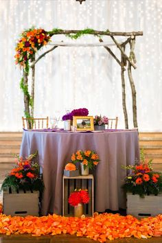 colorful barn wedding just 10 min from Salem Oregon. Sweetheart table