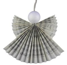 Making magic guardian angels from hymn-book pages - recycling for the praise of God - craftsmanship all year round Christmas Craft Fair, Christmas Hacks, Christmas Tree Crafts, Christmas Angels, Holiday Crafts, Vintage Christmas, Christmas Decorations, Craft Fair Ideas To Sell, Angel Crafts