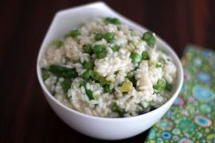 Asparagus, green onions, and peas are the spring vegetables in this delicious risotto. Adjust the amount of Parmesan cheese to suit your taste. Asparagus Risotto Recipe, Risotto Recipes, Crockpot Risotto, Easter Side Dishes, Side Dishes Easy, Gluten Free Recipes Side Dishes, Veggie Casserole, Roasted Carrots, Seasonal Food