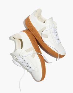 Madewell Veja Leather Lace-Up Sneakers in White and Natural - Size 41 Comfy Shoes, Comfortable Shoes, Casual Shoes, Clarks, Sneakers Fashion, Fashion Shoes, Women's Sneakers, Tennis Sneakers, Cute Womens Shoes